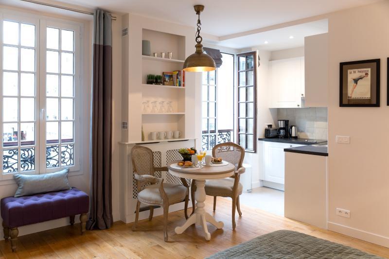 Cozy Rue Cler Studio - Image 1 - Paris - rentals