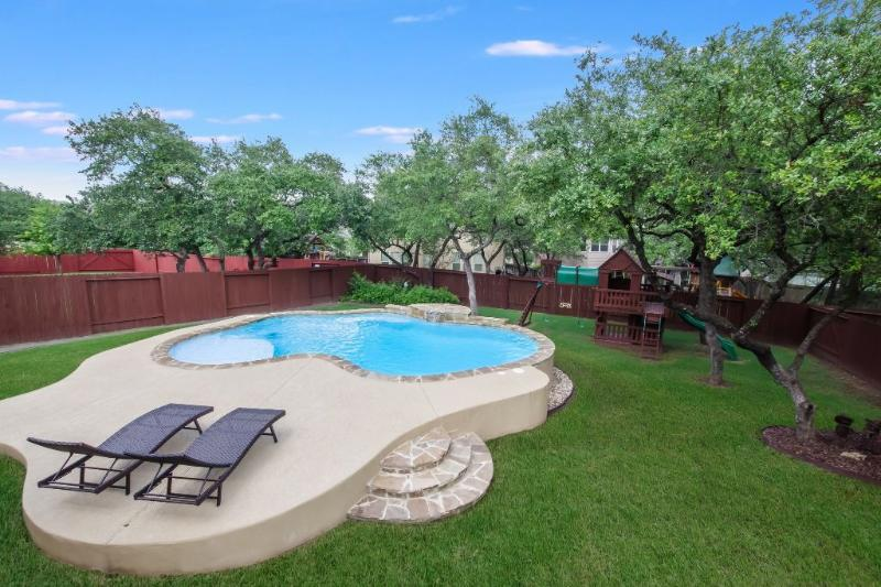 5 Bedrooms With a Pool and Large Kitchen - Image 1 - San Antonio - rentals