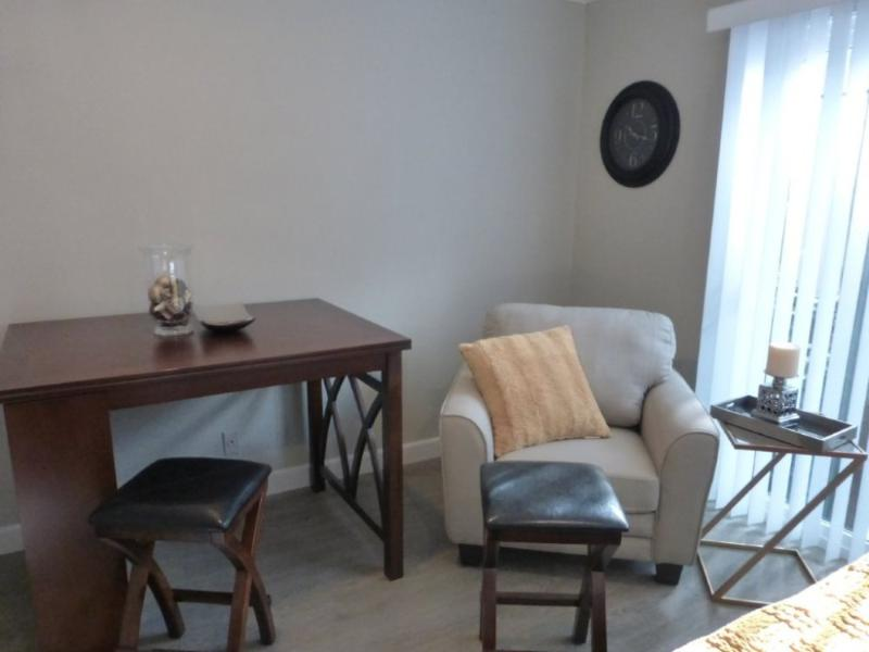 WONDERFUL AND STYLISH 1 BEDROOM APARTMENT IN BURLINGAME - Image 1 - Burlingame - rentals