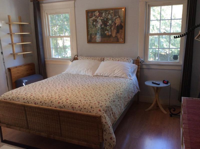Furnished 1-Bedroom Duplex at Sanborn Ave & Del Mar Ave Los Angeles - Image 1 - Los Angeles - rentals