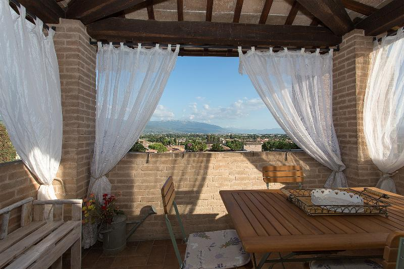 2 bedroom apartment in Spello - Image 1 - Spello - rentals