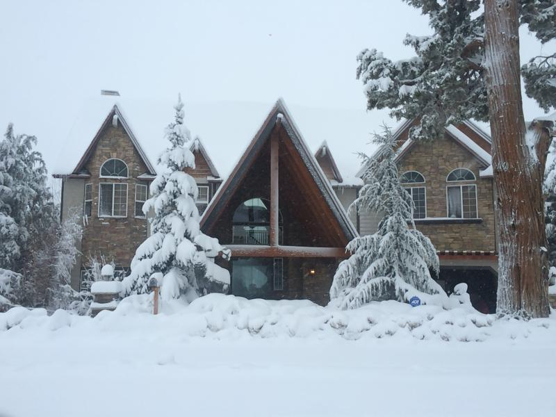 front of house - AMAZING Big Bear Lodge.  CHECK out the PICTURES. - City of Big Bear Lake - rentals