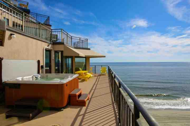 Enjoy the sweeping beach view from your private hot tub, or lots of comfortable balcony furniture - Surfmaster Penthouse L - Garden City - rentals