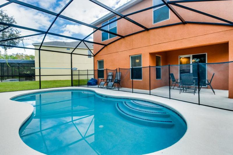 Lovely family-friendly home w/private pool, just 4 miles from Disney - Image 1 - Kissimmee - rentals