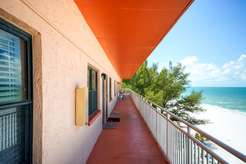This St. Petersburg condo is only steps from the beach! - 1BR Beachfront St. Petersburg Condo w/Full Kitchen & Breathtaking Ocean Views - Amazing Location on Sunset Beach in Treasure Island! - Saint Petersburg - rentals