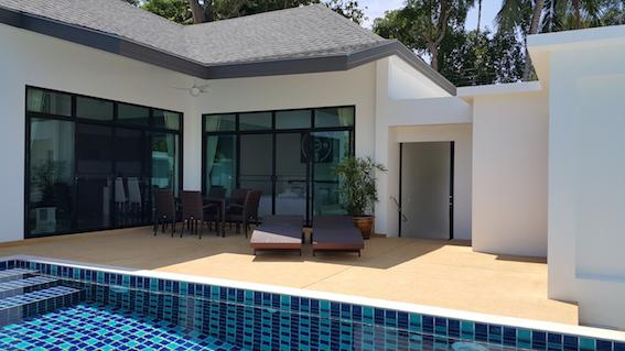 Pool Terrace with dining table,chairs and loungers - 3 BEDROOM PRIVATE POOL VILLA - GREAT LOCATION 5 Minute walk to Rawai Beach - Rawai - rentals