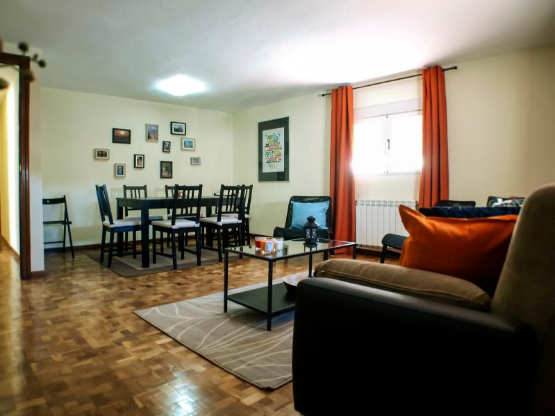 3 Bedrooms Sol Opera 3 - Image 1 - Madrid - rentals