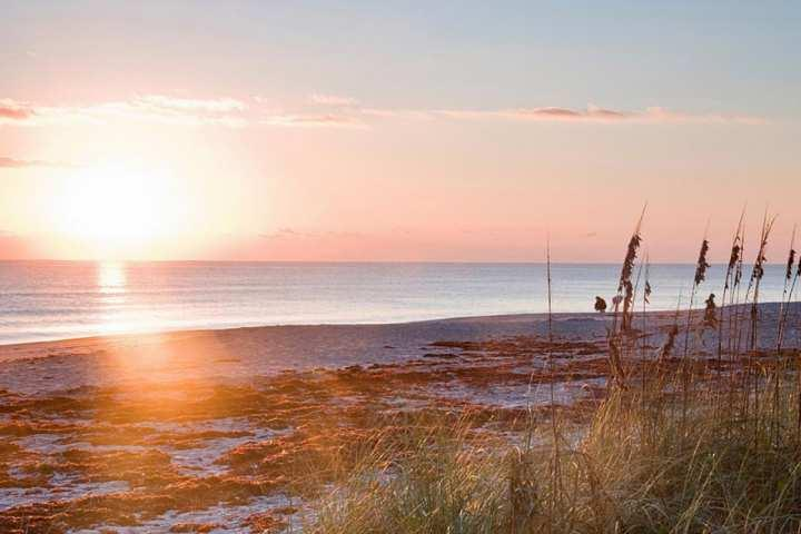 Beautiful sunset views from the beaches of Indialantic. - ** Spring Promo** Beach Cottage just 3 short blocks from Ocean - Families - Indialantic - rentals