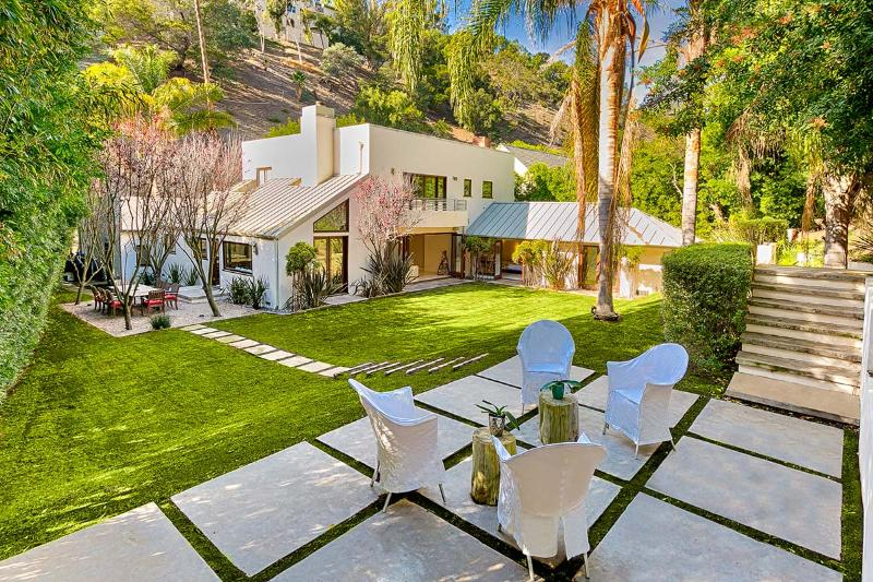 Beverly Hills Escape, Sleeps 10 - Image 1 - Beverly Hills - rentals