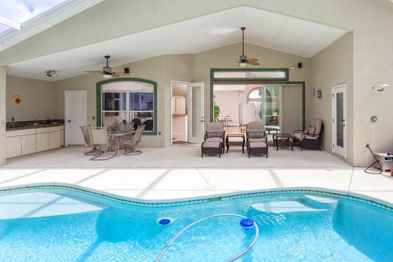 Roxland Paradise House 3 Bedrooms with Private Pool and HDTV - Image 1 - Palm Coast - rentals