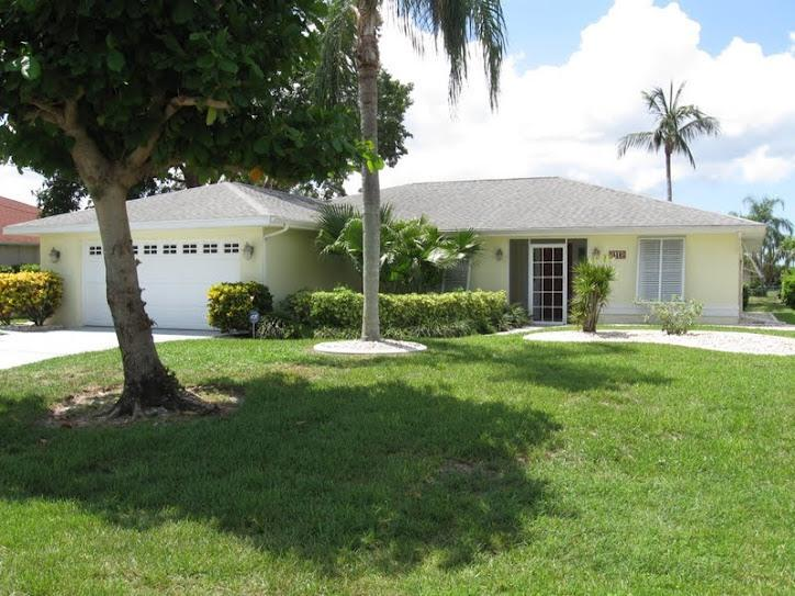 118 SE 38TH TER - LAST MINUTE MAY BARGAIN POOL, DOCK, BUSY CANAL ! - Cape Coral - rentals