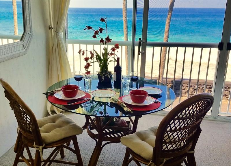 Oceanfront  breezes whisper while you dine - Oceanfront Studio aside Kona Magic Sands Beach - Kailua-Kona - rentals