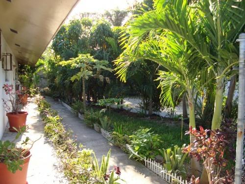 Outside the Apartment:Lovely Gardens - VILLA:$750 p/w! Low Rate! 5  MIN WALK TO BEACH - Nassau - rentals