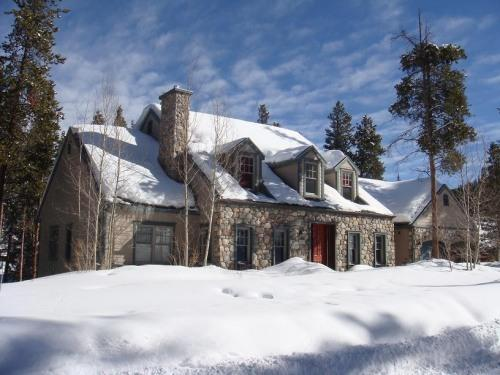 Winter Views - Blue Skies - Luxury 5BR riverside home, media room, pool table - Breckenridge - rentals