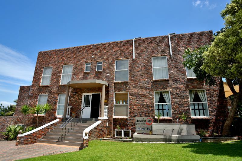 Front entrance to Plattekloof Lodge - Plattekloof Ldoge - Cape Town - rentals