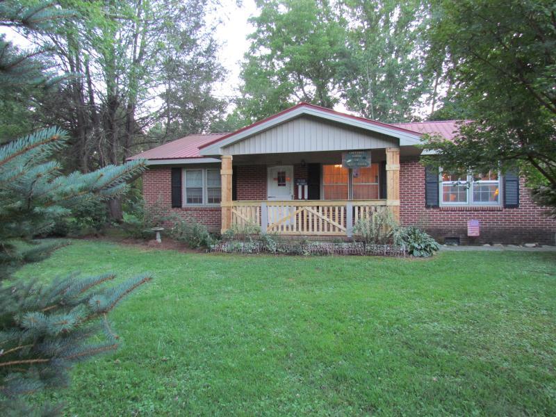 Chestnut Lodge - 3 bedroom/2 bath on Deep Creek-Bryson City,NC - Bryson City - rentals
