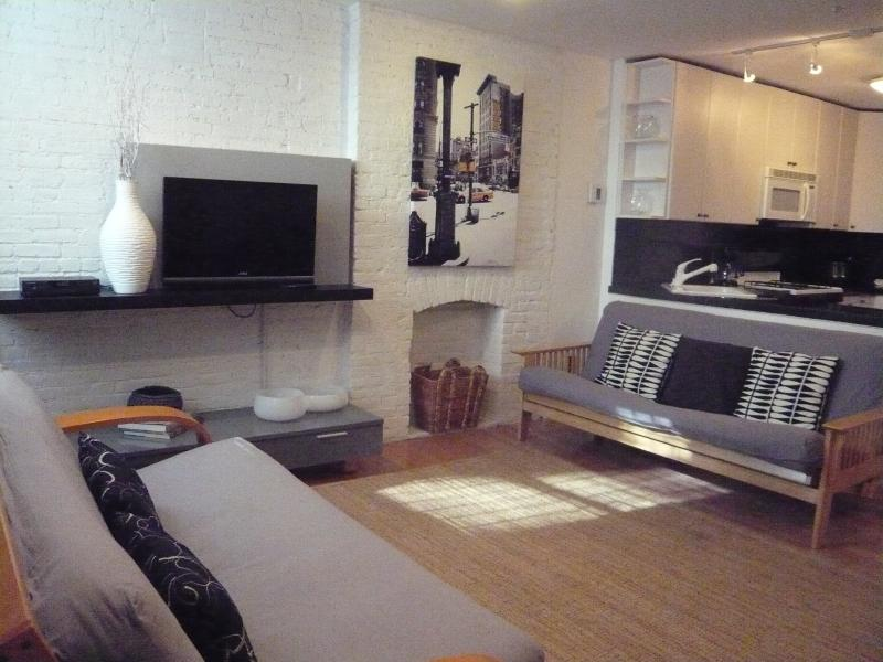 spacious modern living room with open kitchen - Manhattan Townhouse Garden Apartment - Manhattan - rentals