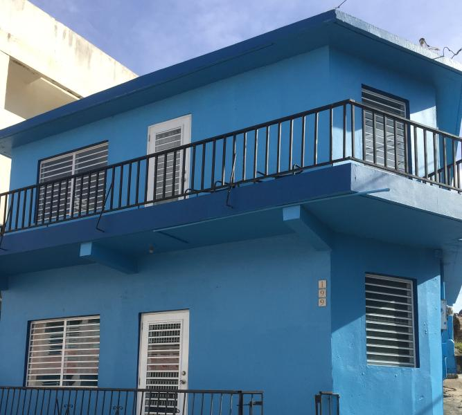 Front of house - Top floor - great views of the ocean - The perfect city beach house (Close to everything) - Isla de Vieques - rentals