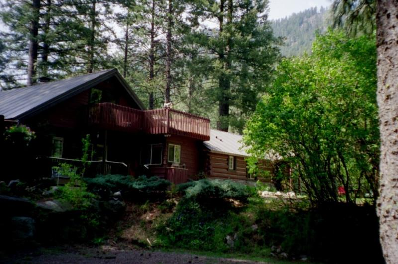 Icicle Haus setting/front - Icicle Haus Leavenworth WA (Best Kept Secret) - Leavenworth - rentals
