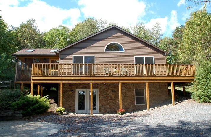 Main living 2nd level w/screened in porch & wrap around deck3 steps to back yard - Raystown Lake Vacation Cabin Rental near the lake - Huntingdon - rentals