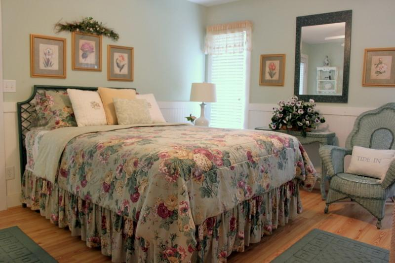 MASTER BEDROOM UPSTAIRS (QUEEN BED) - BEACH RETREAT FAMILY VACATION-THE ULTIMATE ESCAPE - Tybee Island - rentals