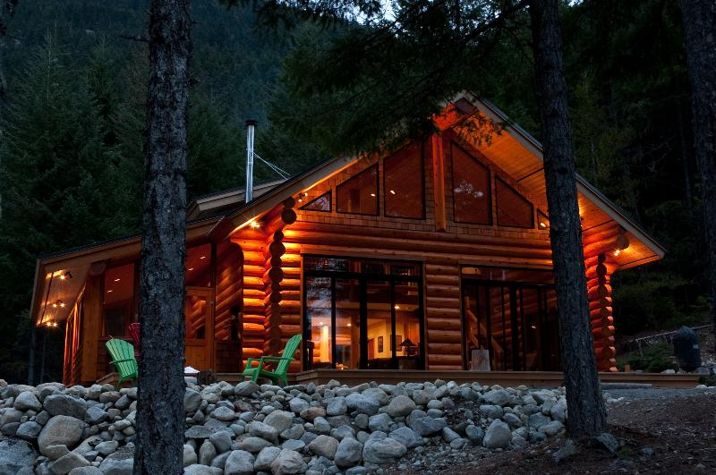 Log Cabin on acerage - Image 1 - Mount Currie - rentals