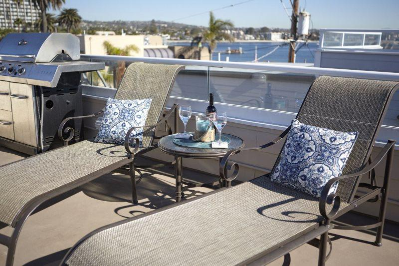 Bayside Home with Rooftop Deck. Sunrise & Sunset Views. - Image 1 - Pacific Beach - rentals