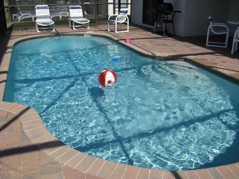 Private Pool and Separate Hot Tub SPA - 4BR/2Master/Pool/SPA/GameRm/Wifi/ 6miles to Disney - Orlando - rentals