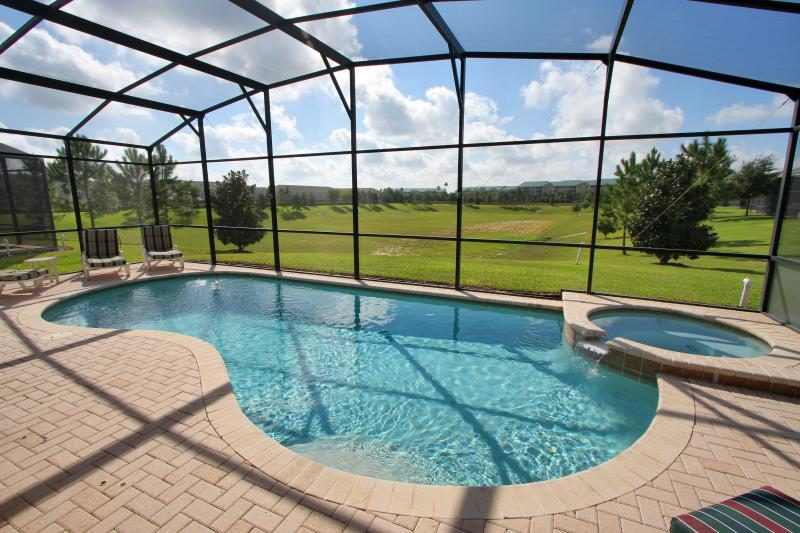 True South-Facing Pool (not just southern exposure), with NO rear neighbors! - Windsor Hills, South Facing Pool - 2mi to Disney - Kissimmee - rentals