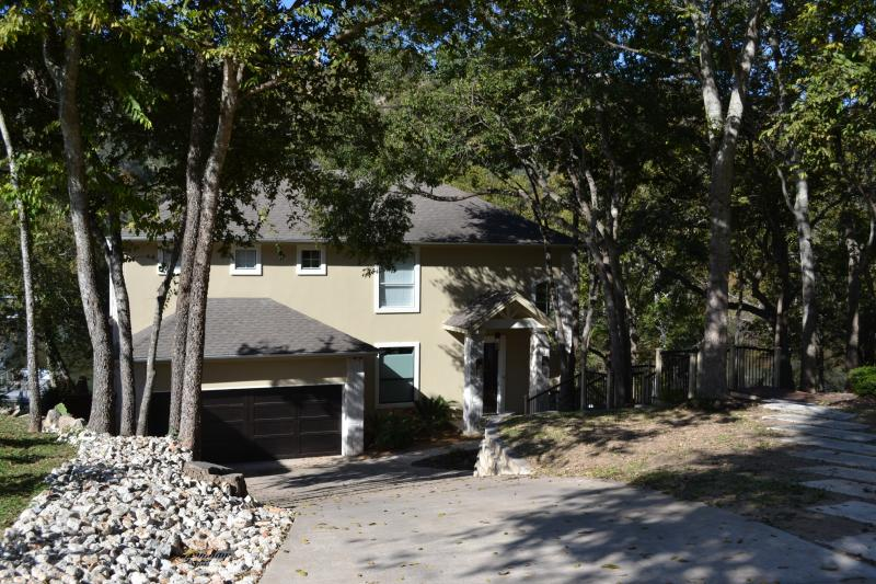 Lake Austin Vacation Home - Luxury Waterfront Home w/ Boat Dock & Sandy Beach - Buffalo Gap - rentals