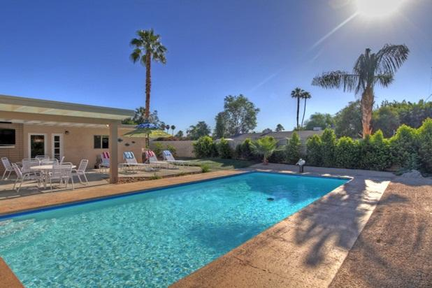 Large private pool with deep end. POOL HEAT FEE INCLUDED IN RATE! - MID-CENTURY LUXURY PRIVATE POOL! NO POOL HEAT FEE! - Palm Desert - rentals