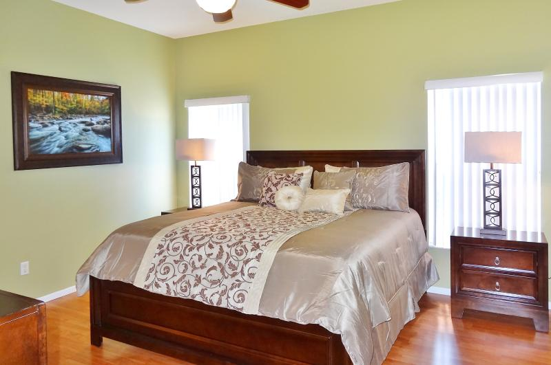 Master king bed downstairs - Licensed New Luxuary 5/3 Villa Near Disney - Four Corners - rentals