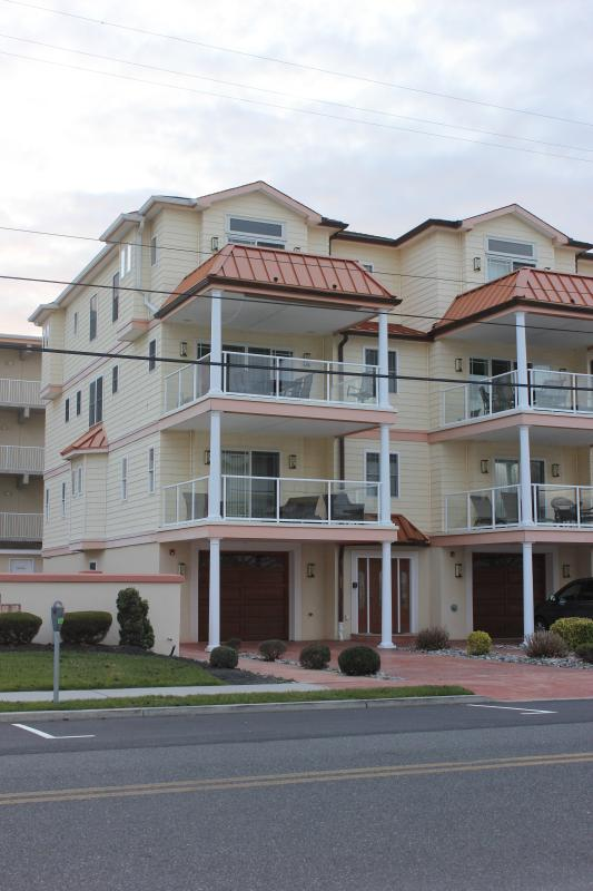 End Unit - Building Front - Luxury 5 Bed  5 Bth House near Ocean  with Pool - Wildwood Crest - rentals