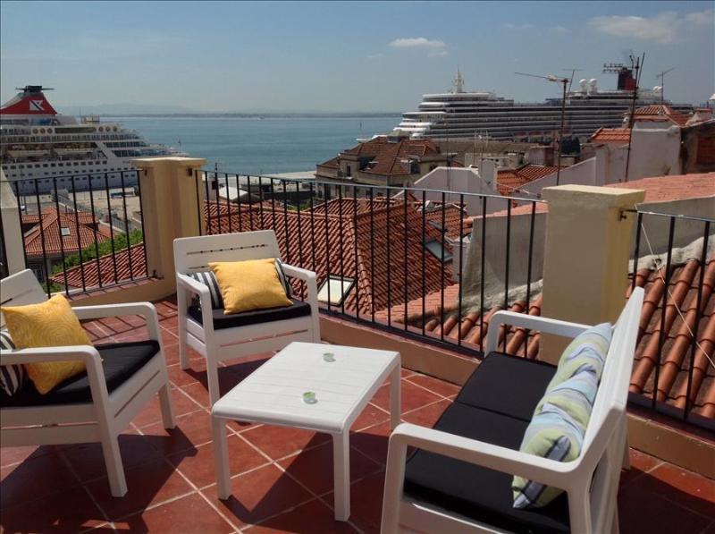 Remedios VII - amazing terrace, river view , fantastic location in historic center - Image 1 - Lisbon - rentals