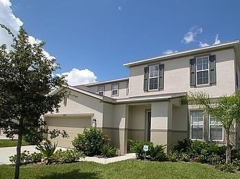 Front of Villa - Luxurious 5* Villa in the Remington Golf Community - Kissimmee - rentals