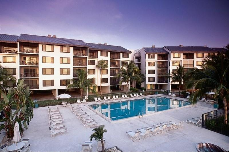 Condo Complex - Ft Myers Beach Vacation Condo - Newly Renovated - Fort Myers Beach - rentals