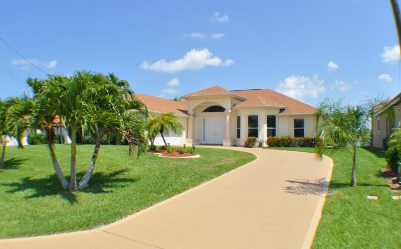 Villa Gardenia - Lovely Lakeside Living - Image 1 - Cape Coral - rentals
