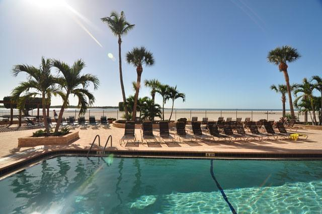 Pool on Beach - Dec 31-Jan 07 OPEN* NEW* On The Beach- WiFi&ROKU - Fort Myers Beach - rentals