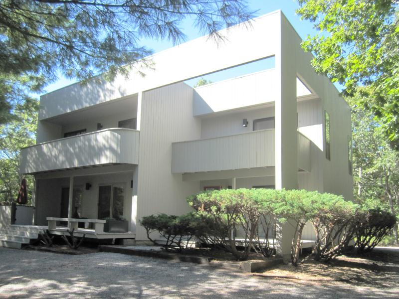 Exterior - 4 Bedroom East Hampton Modern House w/ Heated Pool - East Hampton - rentals