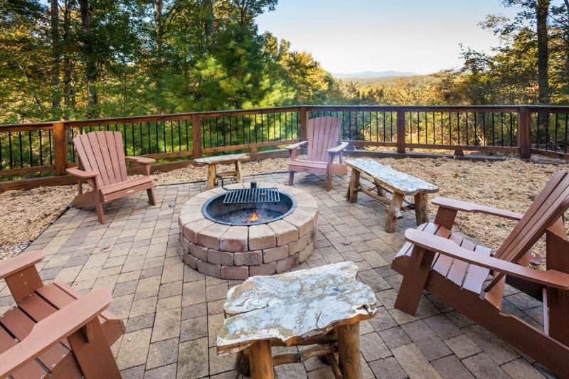 Beautiful Fire Pit! - Honeybear Lodge - 5 mins from downtown Blue Ridge - Blue Ridge - rentals