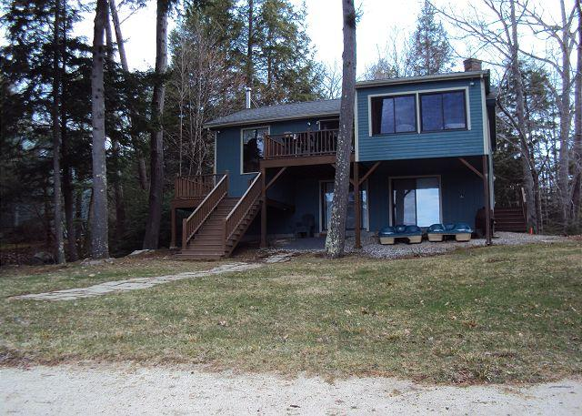 Winnipesaukee waterfront with 4 bed in Moultonboro - Image 1 - Moultonborough - rentals