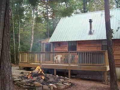 Outdoor Fire Pit & BBQ - CUPID'S COVE Romantic Log Cabin Getaway - Tellico Plains - rentals