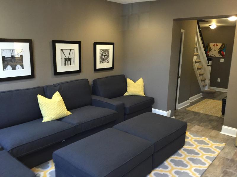 Sofa and 4 Ottomans Seat 8-10 - 2 Blocks from Inner Harbor, Near Johns Hopkins - Baltimore - rentals