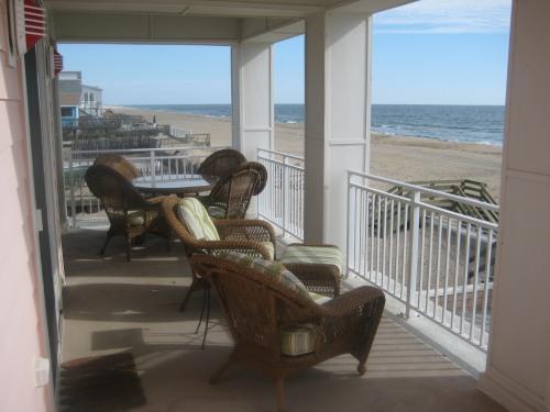 Huge balcony overlooking the ocean - Luxury Beachfront 4 Bedroom 4 Bath Condo - Virginia Beach - rentals