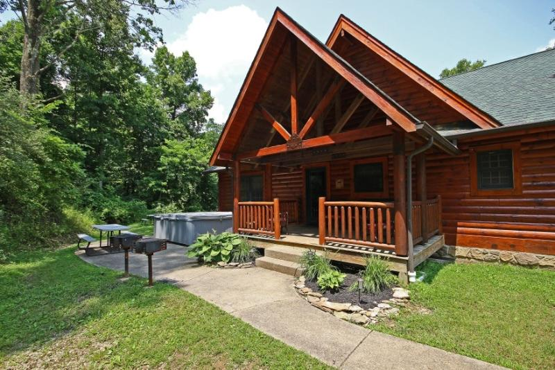 Westwind Log Cabin - Beautiful Hocking Hills 8 bedroom lodge and cabin - Logan - rentals