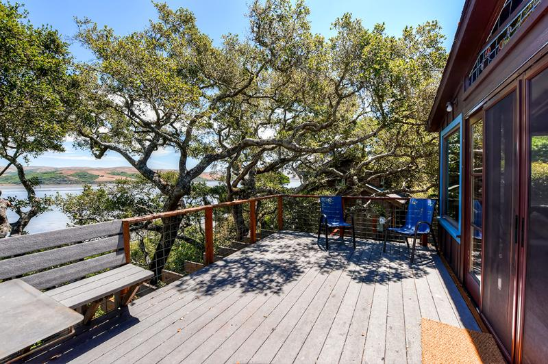 A relaxing retreat awaits you at this delightfully charming Inverness vacation rental house! - Rustically Charming 2BR Inverness House w/Wifi, Multiple Decks & Beautiful Views of Tomales Bay - Minutes from Local Beaches, Water Sports & Outdoor Recreation! - Inverness - rentals