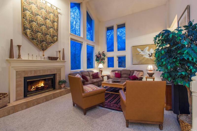 Spacious & upscale condo w/ private hot tub, easy access to ski resorts! - Image 1 - Salt Lake City - rentals
