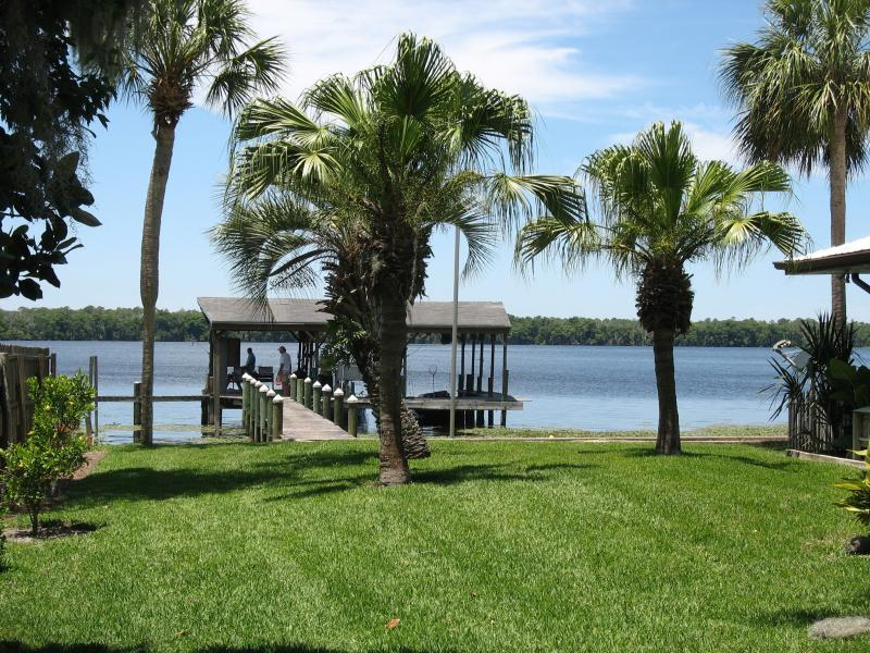 Lush Lawn & Dock - INVITING ST. JOHNS RIVER / LAKE GEORGE HOME & DOCK - Crescent City - rentals
