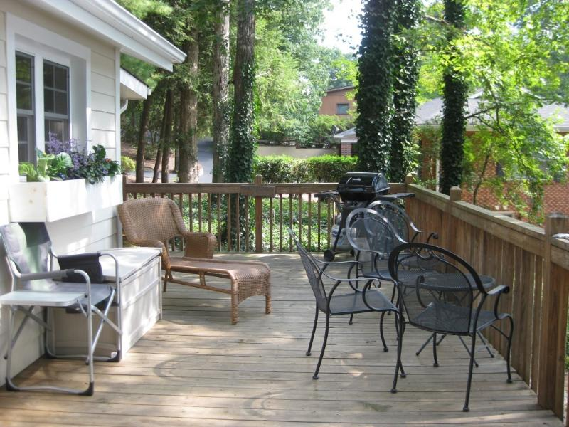 Enjoy the Deck - Waterfront Cottage on Lake Hickory - Hickory - rentals