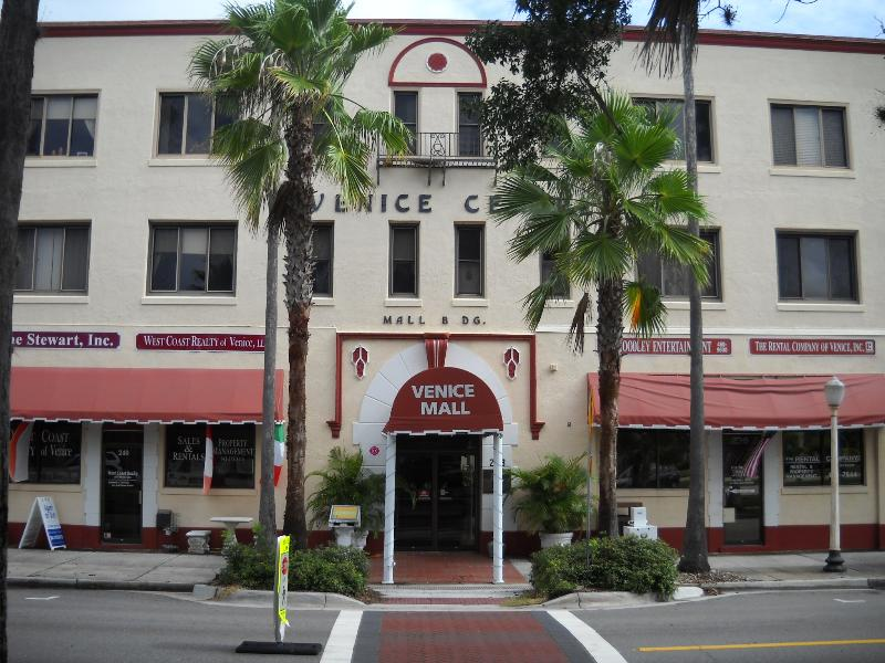 Outside of Building facing Tampa Ave and downtown. - Downtown Venice, quiet and secure - Venice - rentals